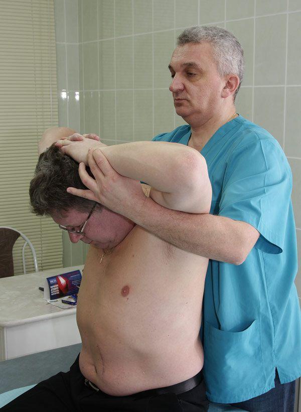 Коррекция шеи массажистом корректором